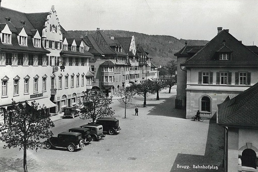 Bahnhofplatz mit Hotel Bahnhof Brugg 1930